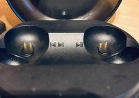 JBLイヤホンの充電の接続する部分が凹んでいて充電できなくなりました。 個人で直す方法はありませんか? もし業者に修理だといくらくらいかかるか予想つく方いますか?保証は切れたので…  分かる方ご意見お願...