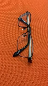 視力0.5〜0.6でメガネを常用しようか悩んでいます。 メガネかけてる人は好きですか? このメガネは度がキツそうに見えますか?