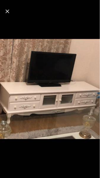 この白いテレビ台はどこのメーカーのものですか?