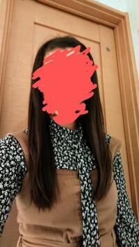 この写真の髪の毛見て、率直な感想をお願いします。 私は、髪の毛が細くて、広がりやすいし、抜けやすいです。ストレートパーマをかけてて、これでも、大分収まりました。 この髪の毛をどう思うか教えてください