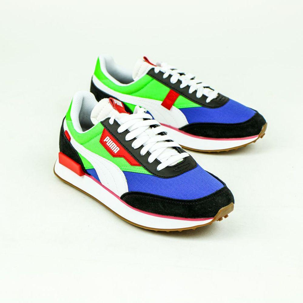 画像のようにカラフルな靴を1万円以内程で教えてください。 赤青黄緑などの色が入っているといいです。
