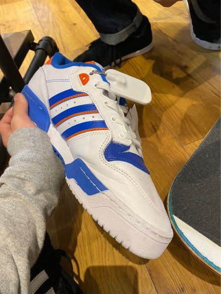 このadidasの靴の名前わかる人いますか?