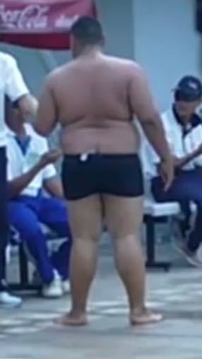 普通水泳部にこんなデブいますか?