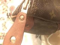 最近母から50年前くらいのヴィトン スピーディーを譲りうけました 今のスピーディーと比べると細部が違う気がします 内ポケットもないし、シリアルもない パドロックも違う気が… ファスナーはエクレール社製で...