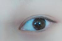 目がアイシャドウ映え(メイク映え?)しません…。 私の目は二重っちゃ二重なのですが二重幅が狭めでアイシャドウが映ません…。 私の目(二重幅が狭め)に似合うアイメイクとかあったら教えて欲しいですm(*_ _)m