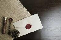 中村悠一さんにファンレターを送ろうと思っています。 ①送ることは可能ですか?  ②事務所の住所教えて欲しいです (おくれるのなら)  ③そのお手紙読んでくれますかね?  ④どんな事を書けばいいのですか? (書くのは初めてです)  ⑤シーリングスタンプをしたいのですがだめですかね? (下の画像のような感じにします!)  ⑥プレゼントしたらいけませんよね? (手作りはしません!)  ⑦お手紙で認...