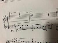 二小節目の左手のファにナチュラルがついているのはなぜですか?一小節目のファシャープの効力は切れてますよね?わかりやすくするためのものでしょうか?