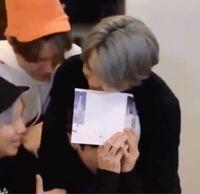 このグクが泣いてしまった動画はなんて調べると出てきますか?? またこれはなんの時に泣いてしまったんですか?  BTS 防弾少年団 K-POP 韓国 男性アイドル