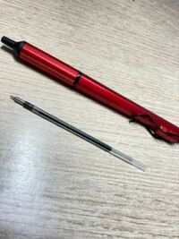 このjet stream edgeというボールペンなのですが、赤芯がないみたいなんですよね。 何か代用できる赤芯はないでしょうか? 太さは変わっても構いません。