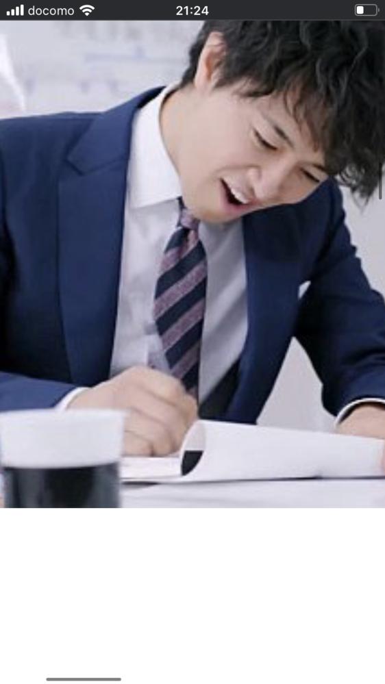 キューピーコーワのCM、少し前ですが オフィス編の斎藤工さんのネクタイがわかる方いらっしゃいますか?よろしくお願いします。