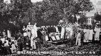 韦廉臣在上海传教两年,写了一部中文植物学著作,由于疲累身患重疾,偕妻子一起回国,1863年健康恢复后仍返回中国, 1864年与郭贤德一起乘船来到烟台,担任苏格兰圣公会代理人。此后6年,他在华北、东北、外蒙古...
