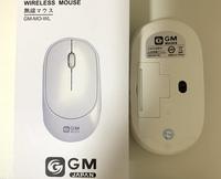 GM-MO-WL 無線マウス 電源の入れ方について。  写真のマウスの電源の入れ方を教えてください。 新品の単三電池入れました。 電池を入れた瞬間、センサーの箇所が3回点灯します。ただ、電源の入れ方がわかりま...