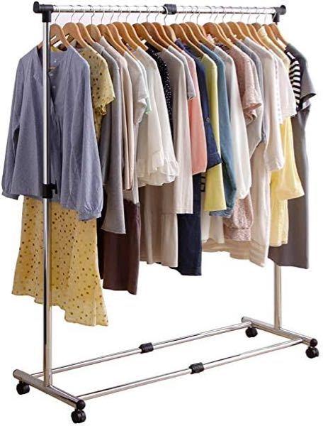 こういうハンガーラックで服が多すぎて隙間がほとんどなくパンパンで、もっと良い収納方法がないかと悩んでます。皆さんはどうすればいいと思いますか?