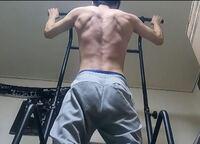 175cm、59㎏です。体脂肪率は不明(恐らく14%くらい?)。チンニングマシンを使った筋トレメニューを教えてください。筋肉の評価もお願い致します