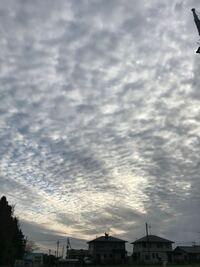 この雲は地震雲でしょうか? 午後からずっとありまして、なんとなく 何かの前兆?とか 気になってしまって