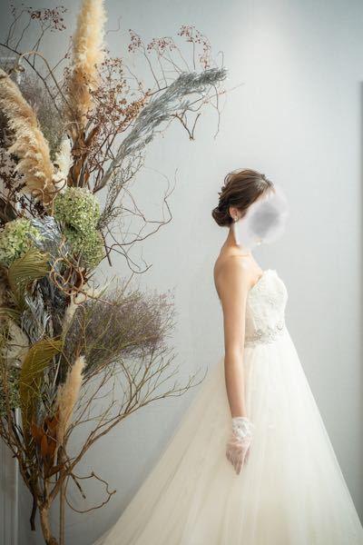 ウエディングドレスを探しています。 こちらどちらのドレスか、全体の写真が 分かる方いらっしゃいますか? 分かりましたら教えていただいたら有り難いです。