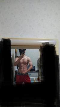 閲覧注意 見辛くて申し訳ありません。 下の写真は今の体なのですが、体脂肪率何%に見えますか? また、細マッチョになるには後はどこを鍛えた方が良いですか