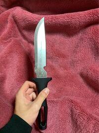 このナイフのブランド名と商品名を教えて頂けませんか?ご協力お願いいたします。