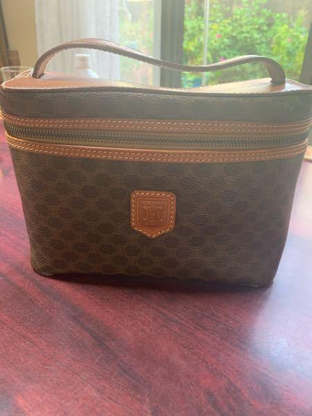 このセリーヌのハンドバッグをショルダーバッグとして使いたいんですが、何かいい方法はありませんか