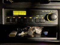 この古いタイプのカーオーディオにFMトランスミッターを接続して音楽を聴くことは出来ますでしょうか?、、