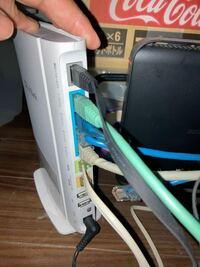 LANケーブルの接続が4つしかできないのですが、ネットワークハードディスクなどを接続する場合どういう接続がよろしいでしょうか? バファローのテラステーションなど考えています。