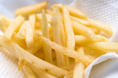 フライドポテトには何をつけて食べますか?