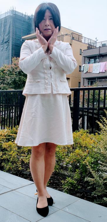 またまた女装しました。 セレモニースーツで謝恩会の帰りをイメージしました。 評価をお願いします。