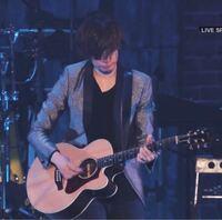 [Alexandros]の川上洋平さんが持っているこのギターはなんというギターですか?