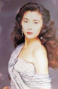 中山美穂さんと中森明菜さん どっちが美人だと思いますか??