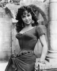 イタリアの女優のジーナ・ロロブリジータさん。 「ノートルダムのせむし男」「パンと恋と夢」などで 踊りだけでなく歌も歌う場面がありますが、 これは吹き替えではなく 彼女自身の肉声だったのでしょうか?