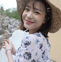 このモデルさんの詳細がわかる方、教えてください。YouTubeで見つけたのですが、韓国のモデルさんだと思います。 https://www.youtube.com/c/디테일쇼핑몰리뷰