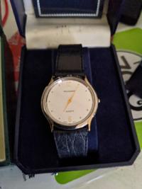 詳しい方にお尋ね致します。 このテクノスの時計の製造年代や生産国、スペックなどを教えて頂けませんでしょうか? ギャランティカードには三越百貨店の印があります。お願い致します。