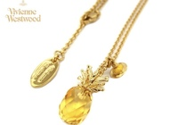 Vivienne Westwood ヴィヴィアンウエストウッド Pineapple Orb Pendant パイナップル オーブ ペンダント このペンダント、素材の時金やストーンがなんの石かなど全く記載がないのですが、ご存知な方いらっしゃいますか?