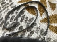 バッグのショルダー紐の長さ調整について教えてください。  長さ調整ができないショルダー紐で、長くて困っています。 切って自分で縫うしかないでしょうか。