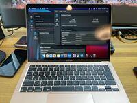 M1搭載MacBook Airのベンチマークについて質問です。ベンチマークテスト?とやらをやってみたら以下の様な数値が出たのですが、これって凄いのですか? ベンチマークって速さとか性能の数値測定みたいなやつです...