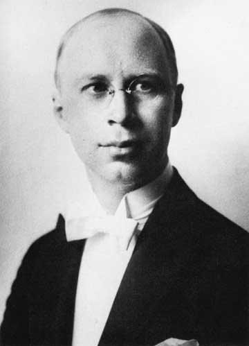 """プロコフィエフといえば、大胆な/意表を衝く/斬新な/唐突な/肩透かしのような「転調」が十八番です。 皆さまは、どの """"大胆転調箇所"""" がお好きですか? ㅤ わたくしの場合は…。 ㅤ ▽ 交響組曲..."""