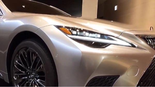 レクサス車はなぜサイドマーカーが付いているのですか? 個人的には色の統一感がなくなるのであまり好みではないのですが、人気なのでしょうか?