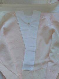 半襟付きの長襦袢なのですが、半襟の内側も縫い付けられていて、衿芯が入りません。 しっかりした襟なので衿芯なしで良いのでしょうか。 それとも、この上からさらに半襟をつけるのでしょうか。 着物に詳しい方の...