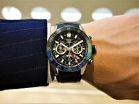 タグホイヤー カレラ キャリバー ホイヤー02 gmt について  現在、上記時計の購入を考えています。 自分は時計について初心者なので意見を聞きたいのですが、ネットを見てるとタグホイヤーに70万は高い、フルス...