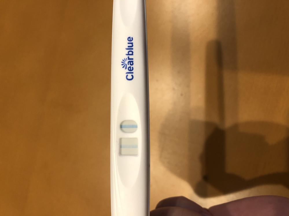 妊娠検査薬 フライング 陽性?蒸発線? 生理予定日から3日目遅れです。 妊娠希望ですが20歳の頃に 子宮内膜症をわずらったこともあり 10年ルナベル服用。今年30歳、希望はあまりもたないように...