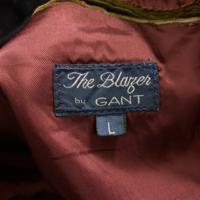 このブランドご存知だったら教えて頂きたいです。古着屋で購入したジャケットです。 GANTはブランド名なのはわかっていますがその前が読めないのでお願い致します。