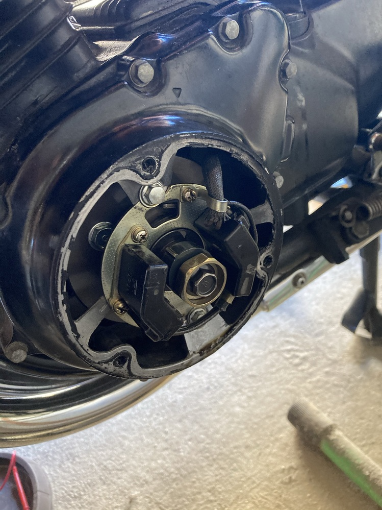 CB750FCに乗っています。エンジンを始動事にセルモータを回しエンジンがかかりませんでした。 さらに、セルモータを回し続けたらパルサージェネレータまわりから金属が擦れるような鈍い音がしたので始...