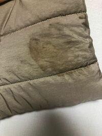 カバンの中で消毒液(アルコールジェル)の蓋が空いてシミが着いてしまいました。 このシミを落とす方法を教えてください。