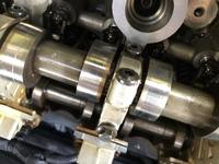 ミニクーパー H26年クロスオーバー N16B16Aエンジンなのですが、画像のカムシャフトのキャップ トルクスボルトの締め付けトルク分かる方いらっしゃったら教えて下さい
