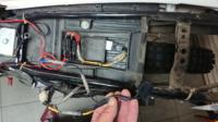 XTZ125中国モデルに乗っています。 先日、電熱グローブをリレーを介して バッテリー直で配線しました。  リレーを動作させる電源は写真の ダイオードらしき配線から分岐させています。 それが原因なのか不明です...