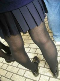 自分は高二の男子です。罰ゲームで女子の制服を着てスカートを穿いてから女装にはまり最近女装して外出しています。 コロナの影響でマスクをしている為、女の子に変身しやすいです。 女装するこんな男子は多いの...