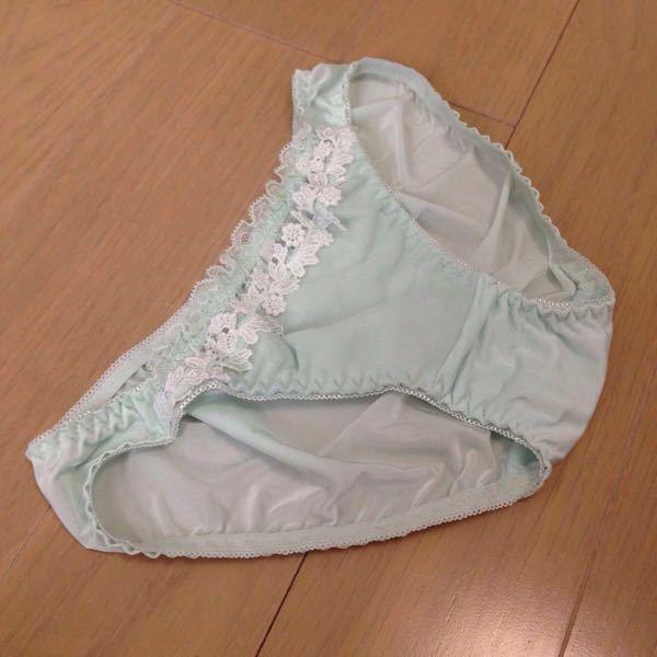 かわいいショーツを買ったのですが、お母さんはおへその上まで覆うズロースでないとダメ出しするのです。