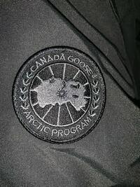カナダグースブラックレーベルなのですがこのワッペンを見る限りではこれは本物でしょうか?