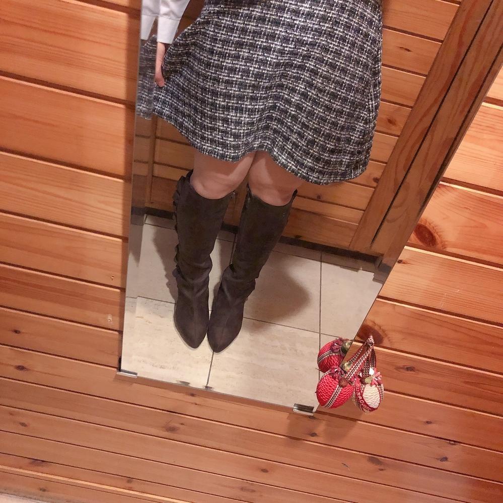 去年買った可愛いニーハイブーツがあって履いてみたのですが、ちゃんと立った時にお肉が… 見苦しいでしょうか… やはりニーハイは足が細い女の子しか履いてはいけないのでしょうか( ´・ω・`)