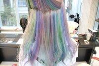 インナーカラーでこんな感じにしたいですが派手髪は出来ません。 なので人毛のハーフウィッグ(襟足エクステ)を買ってブリーチで金髪にした後にエンシェールズのカラーバターを塗って自分で作ろうと思うのですがこ...